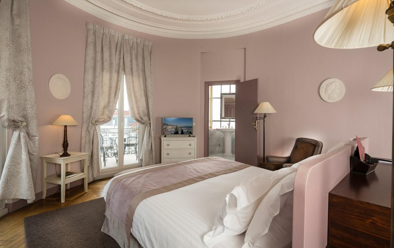 golf-expedition-golf-reizen-frankrijk-regio-cote-d'azur-hotel-le-cavendish-ronde-slaapkamer-met-badkamer-en-balkon