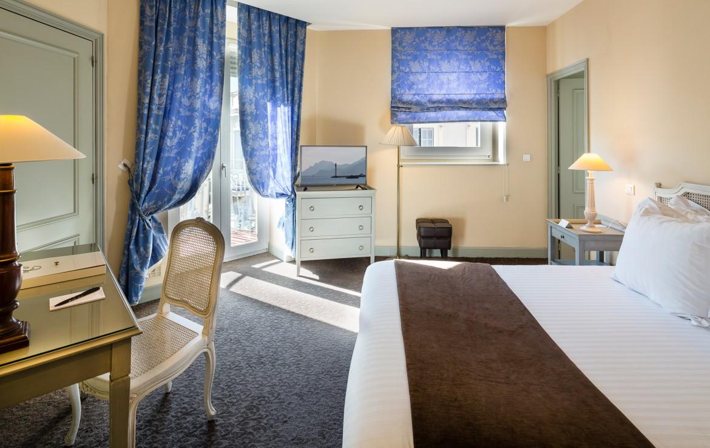 golf-expedition-golf-reizen-frankrijk-regio-cote-d'azur-hotel-le-cavendish-super-luxe-slaapkamer