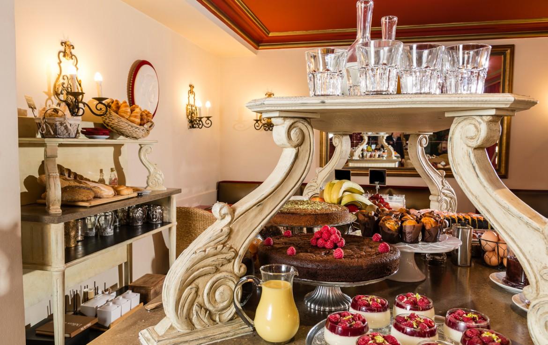 golf-expedition-golf-reizen-frankrijk-regio-cote-d'azur-hotel-le-cavendish-uitgebreid-ontbijt-met-heerlijke-taartjes-frans