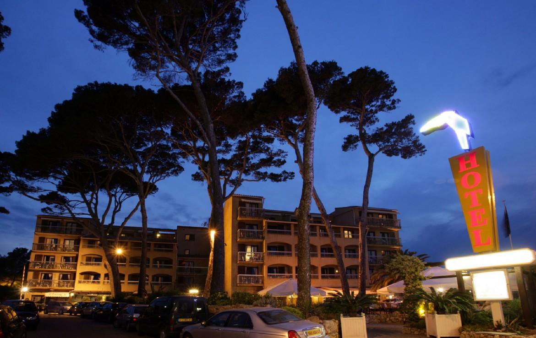 golf-expedition-golf-reizen-frankrijk-regio-cote-d'azur-hotel-saint-augulf-luxe-hotel-in-avond