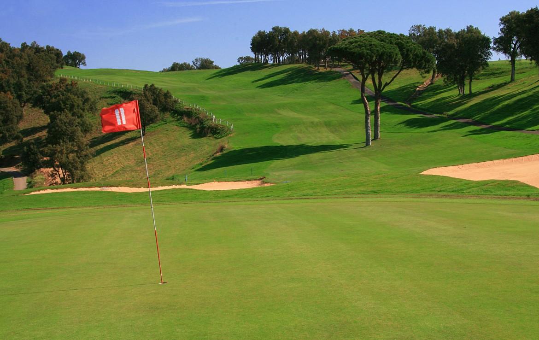 golf-expedition-golf-reizen-frankrijk-regio-cote-d'azur-hotel-saint-augulf-prachtige-golfbaan-met-hoogte-verschillen-in-prachtige-omgeving