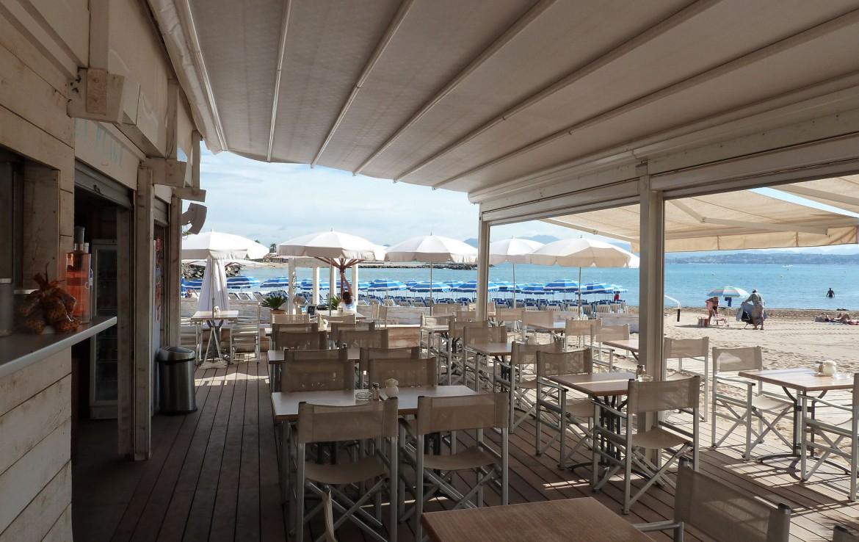golf-expedition-golf-reizen-frankrijk-regio-cote-d'azur-hotel-saint-augulf-strand-club-zee-met-ligbedden
