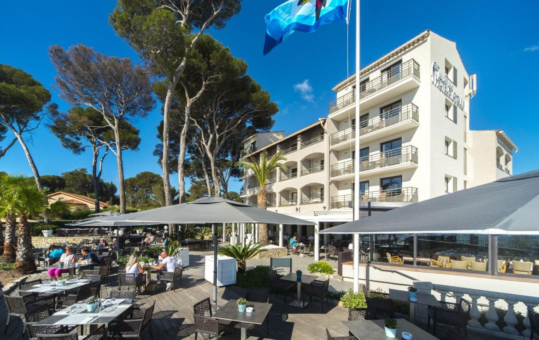 golf-expedition-golf-reizen-frankrijk-regio-cote-d'azur-hotel-saint-augulf-terras-gelegen-aan-hotel