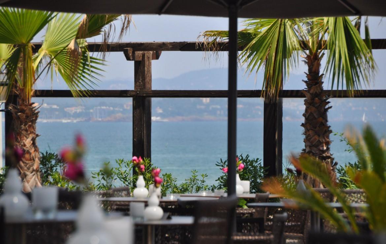 golf-expedition-golf-reizen-frankrijk-regio-cote-d'azur-hotel-saint-augulf-terras-met-uitzicht-op-zee