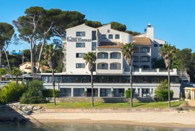 golf-expedition-golf-reizen-frankrijk-regio-cote-d'azur-hotel-saint-augulf-vooraanzicht-hotel-gelegen-aan-zee
