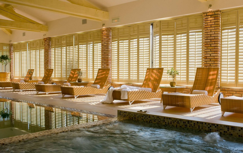 golf-expedition-golf-reizen-frankrijk-regio-cote-d'azur-la-pinede-plage-indoor-wellness-ruimte-met-zwembad