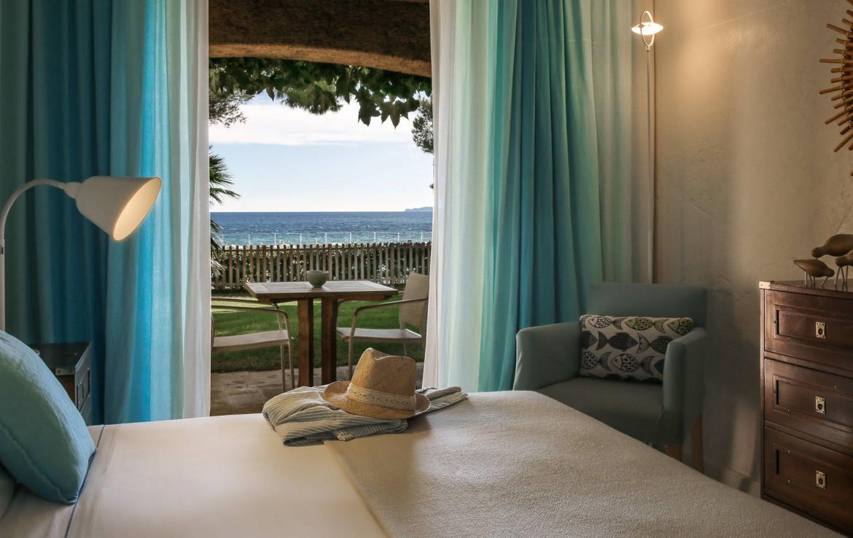 golf-expedition-golf-reizen-frankrijk-regio-cote-d'azur-la-pinede-plage-slaapkamer-met-uitzicht-op-zee