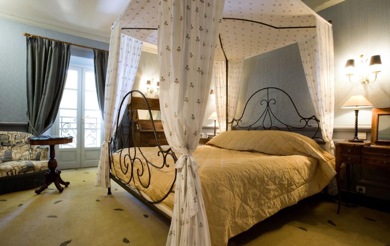golf-expedition-golf-reizen-frankrijk-regio-cote-d'azur-le-mas-candille-klassieke-slaapkamer-zijaanzicht
