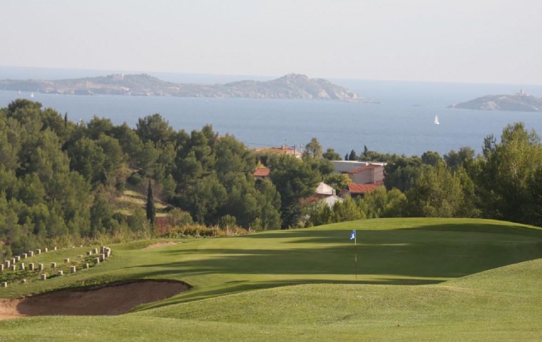 golf-expedition-golf-reizen-frankrijk-regio-cote-d'azur-provence-dolce-fregate-golf-resort-golfbaan-green-uitzicht-zee.jpg