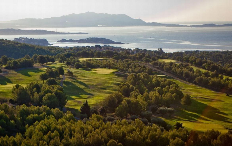 golf-expedition-golf-reizen-frankrijk-regio-cote-d'azur-provence-dolce-fregate-golf-resort-golfbaan-zee-achtergrond.jpg