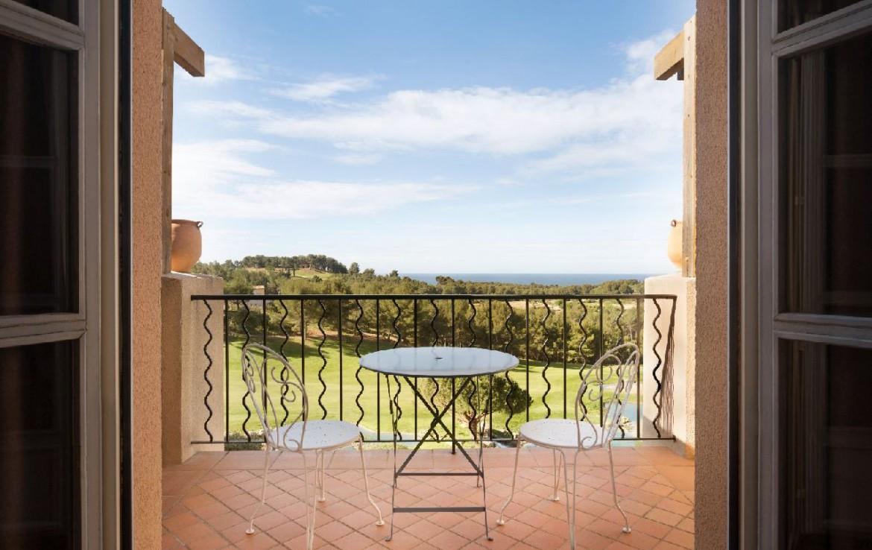 golf-expedition-golf-reizen-frankrijk-regio-cote-d'azur-provence-dolce-fregate-golf-resort-kamer-met-balkon.jpg