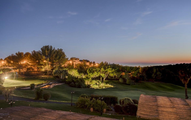 golf-expedition-golf-reizen-frankrijk-regio-cote-d'azur-provence-dolce-fregate-golf-resort-omgeving-avond.jpg