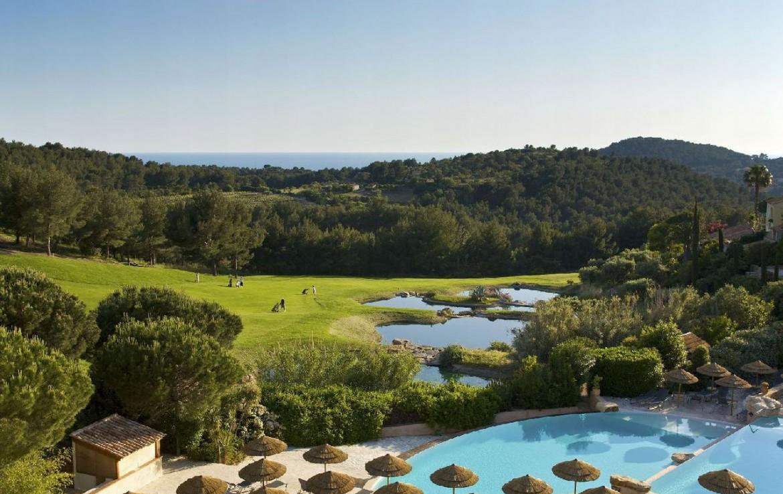 golf-expedition-golf-reizen-frankrijk-regio-cote-dazur-provence-dolce-fregate-golf-resort-zwembad-golfbaan.jpg