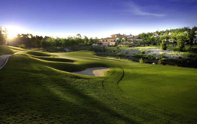 golf-expedition-golf-reizen-frankrijk-regio-cote-d'azur-terre-blanche-hotel-golfbaan-bij-zon-ondergang
