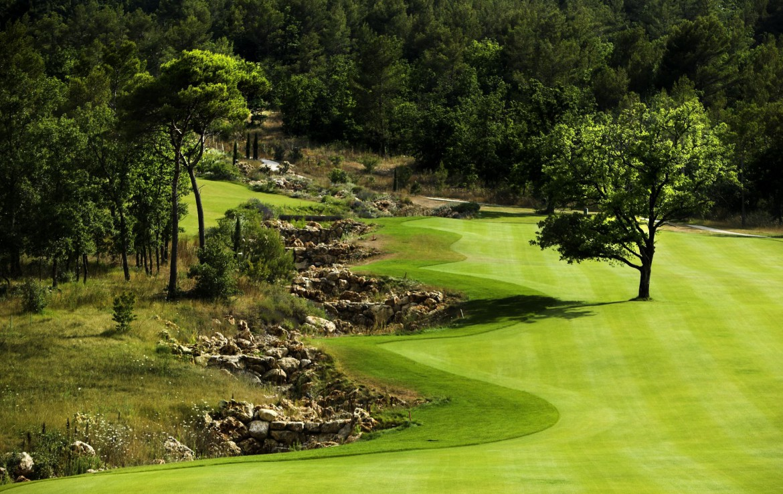 golf-expedition-golf-reizen-frankrijk-regio-cote-d'azur-terre-blanche-hotel-golfbaan-gelegen-in-natuur