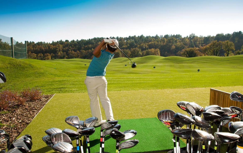 golf-expedition-golf-reizen-frankrijk-regio-cote-d'azur-terre-blanche-hotel-golfer-op-golfbaan