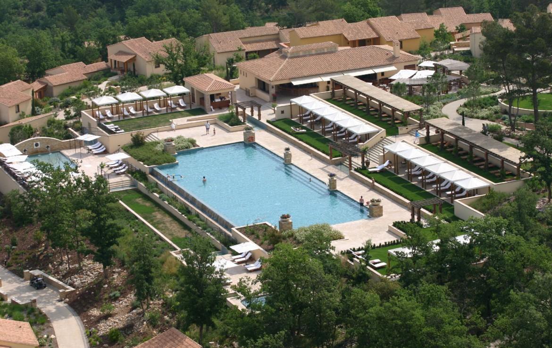 golf-expedition-golf-reizen-frankrijk-regio-cote-d'azur-terre-blanche-hotel-spa-golf-resort-accommodatie-hotel-zwembad