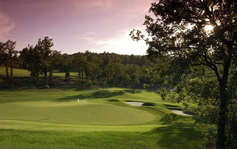 golf-expedition-golf-reizen-frankrijk-regio-cote-d'azur-terre-blanche-hotel-spa-golf-resort-golfbaan-green