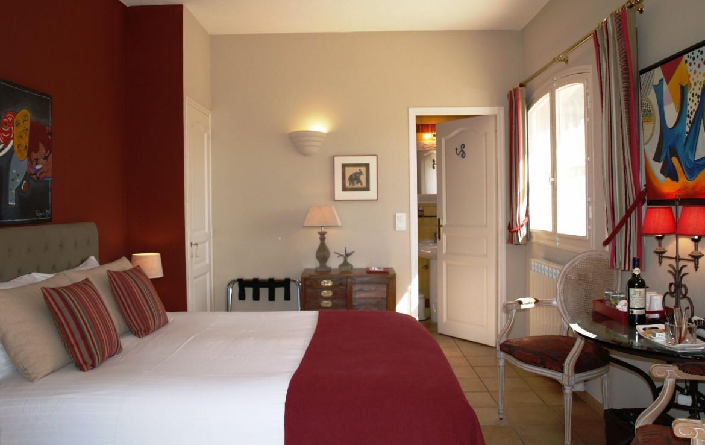 golf-expedition-golf-reizen-frankrijk-regio-cote-d'azur-villa-cedria-rode-stijl-slaapkamer