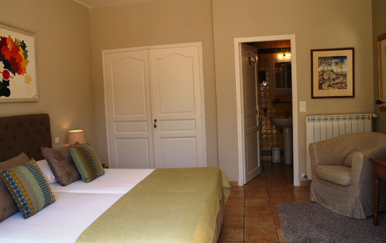 golf-expedition-golf-reizen-frankrijk-regio-cote-d'azur-villa-cedria-slaapkamer-met-badkamer