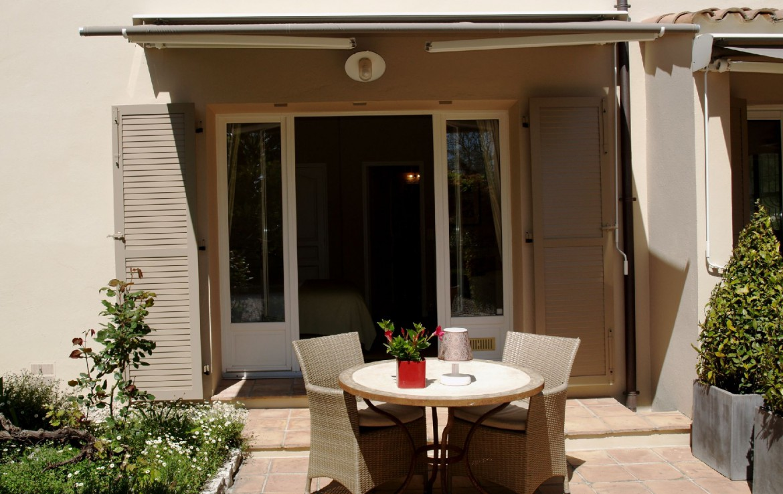 golf-expedition-golf-reizen-frankrijk-regio-cote-d'azur-villa-cedria-terrasje