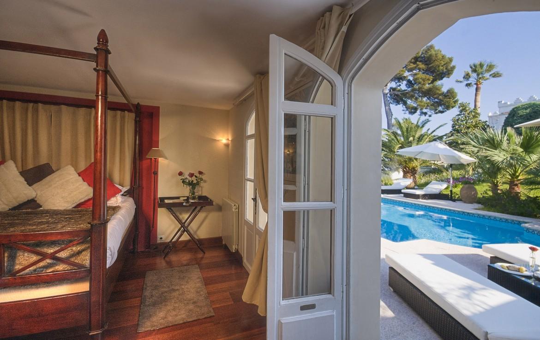 golf-expedition-golf-reizen-frankrijk-regio-cote-d'azur-villa-mauresque-luxe-slaapkamer-met-zwembad