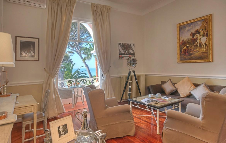 golf-expedition-golf-reizen-frankrijk-regio-cote-dazur-villa-mauresque-stijlvolle-woonruimte-met-balkon-en-prachtig-uitzicht-over-zee.jpg