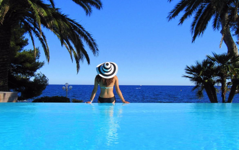 golf-expedition-golf-reizen-frankrijk-regio-cote-d'azur-villa-mauresque-zwembad-met-uitzicht-op-zee