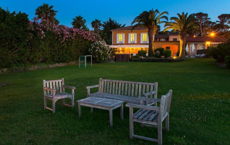 golf-expedition-golf-reizen-frankrijk-regio-cote-d'azur-villa-souvenance-appartement-met-zitruimte-in-tuin.jpg