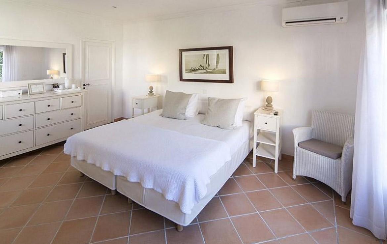 golf-expedition-golf-reizen-frankrijk-regio-cote-d'azur-villa-souvenance-luxe-slaapkamer-met-opbergruimte-twee-personen.jpg