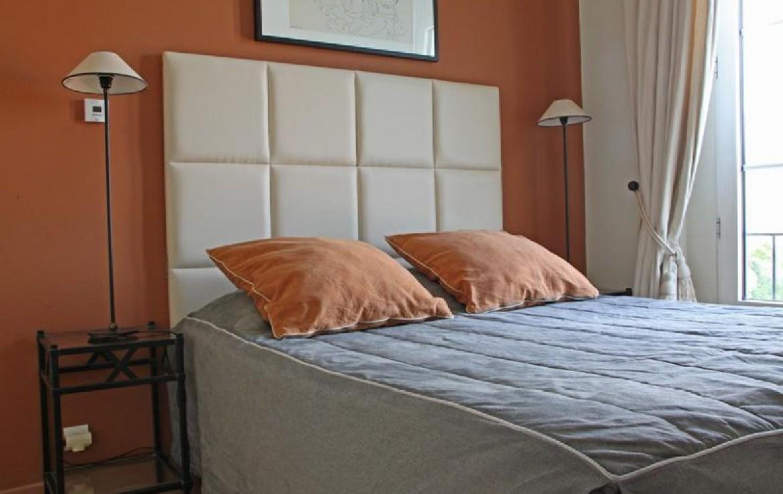 golf-expedition-golf-reizen-frankrijk-regio-cote-d'azur-villa-souvenance-luxe-slaapkamer-oranje-twee-personen.jpg