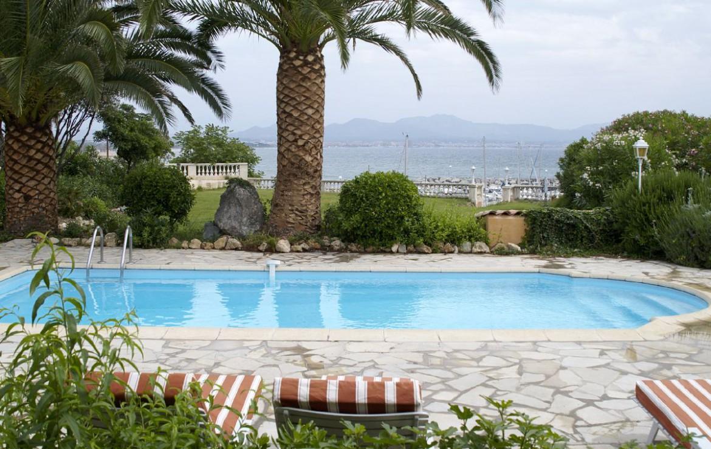 golf-expedition-golf-reizen-frankrijk-regio-cote-d'azur-villa-souvenance-villa-uitzicht-op-zee-met-zwembad.jpg