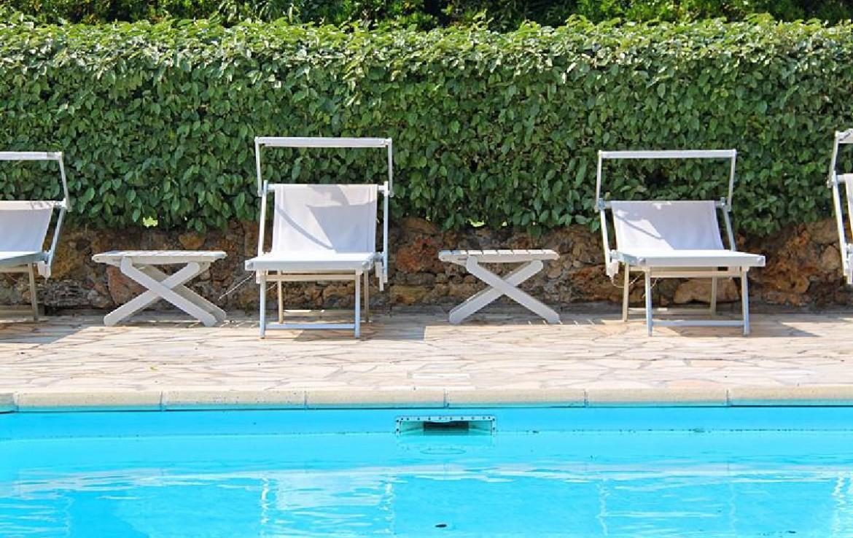 golf-expedition-golf-reizen-frankrijk-regio-cote-d'azur-villa-souvenance-zwembad-met-ligbedden.jpg