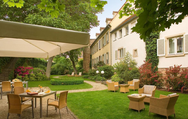 golf-expedition-golf-reizen-frankrijk-regio-elzas-hotel-a-la-cour-d'alsace-terras