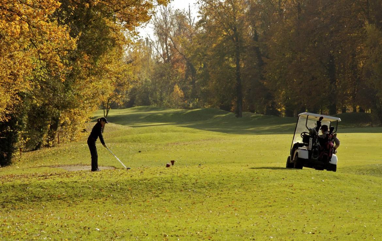 golf-expedition-golf-reizen-frankrijk-regio-elzas-le-kempferhof-golfbaan-golfers-golfkarretje-gelegen-midden-in-natuur.jpg