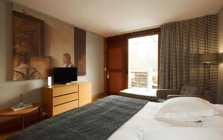 golf-expedition-golf-reizen-frankrijk-regio-elzas-le-kempferhof-slaapkamer-met-kunst-balkon-en-tv.jpg