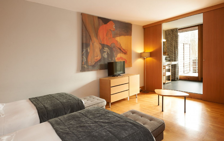 golf-expedition-golf-reizen-frankrijk-regio-elzas-le-kempferhof-slaapkamer-twee-losse-bedden-kunst-en-balkon.jpg