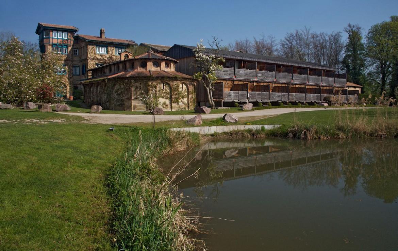 golf-expedition-golf-reizen-frankrijk-regio-elzas-le-kempferhof-water-achterkant-van-luxe-appartement.jpg