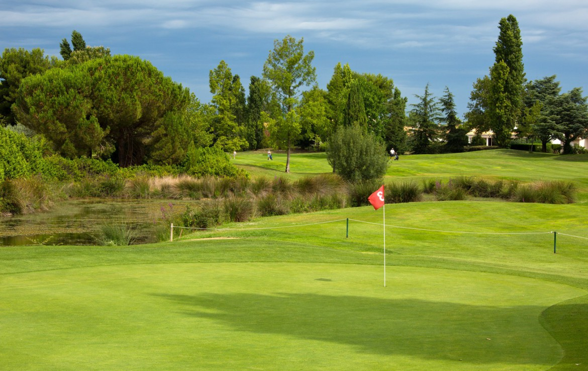 golf-expedition-golf-reizen-frankrijk-regio-languedoc-roussillon-domaine-de-verchant-golfbaan-green-water-hazard