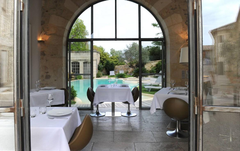golf-expedition-golf-reizen-frankrijk-regio-languedoc-roussillon-domaine-de-verchant-restaurant-achtergrond-zwembad