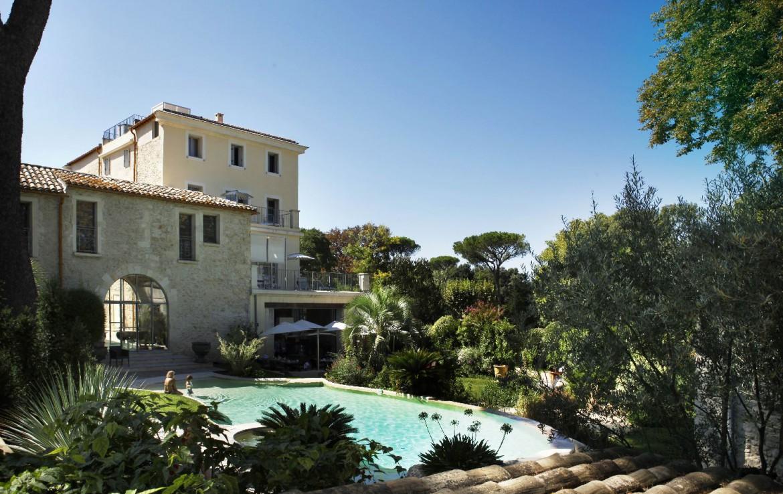 golf-expedition-golf-reizen-frankrijk-regio-languedoc-roussillon-domaine-de-verchant-zwembad-achtergrond-restaurant-hotel