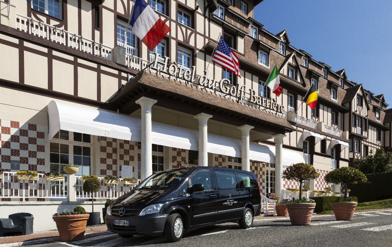 golf-expedition-golf-reizen-frankrijk-regio-normandië-hotel-du-golf-barriere-entree-hotel-met-taxi.jpg