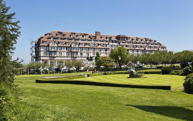 golf-expedition-golf-reizen-frankrijk-regio-normandië-hotel-du-golf-barriere-internationaal-hotel-met-golfbaan-parkeerplaats-en-oefen-ruimte.jpg
