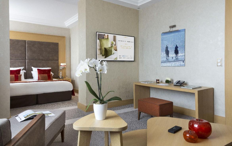 golf-expedition-golf-reizen-frankrijk-regio-normandië-hotel-du-golf-barriere-moderne-slaapkamer-met-zit-ruimte.jpg