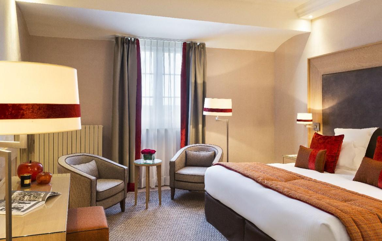golf-expedition-golf-reizen-frankrijk-regio-normandië-hotel-du-golf-barriere-slaapkamer-met-twee-stoelen.jpg