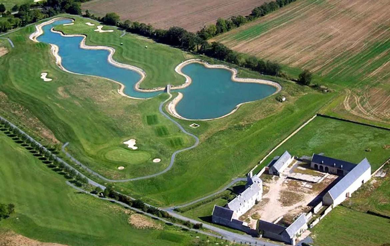 golf-expedition-golf-reizen-frankrijk-regio-normandië-hotel-mercure-omaha-beach-drone-accommodatie-golfbaan-water-hazard.jpg