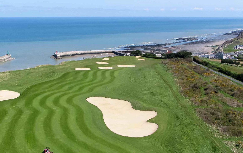 golf-expedition-golf-reizen-frankrijk-regio-normandië-hotel-mercure-omaha-beach-drone-golfbaan-bunker-gelegen-aan-zee.jpg