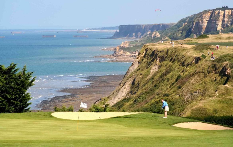golf-expedition-golf-reizen-frankrijk-regio-normandië-hotel-mercure-omaha-beach-golfbaan-golfer-prachtig-uitzicht-op-zee.jpg