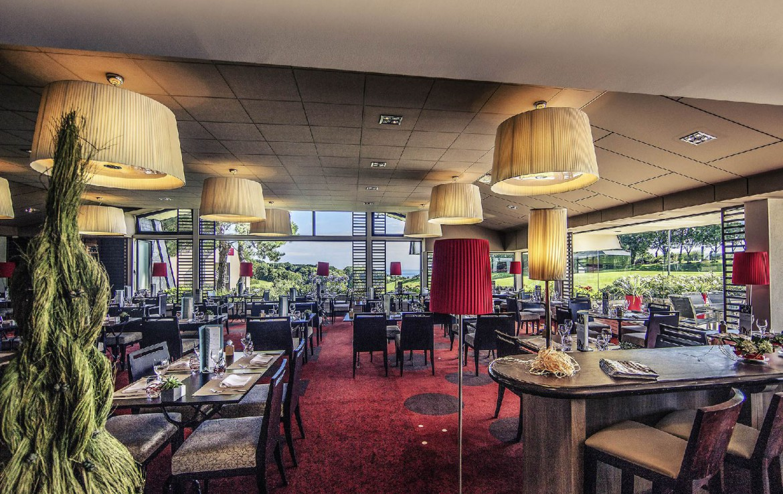 golf-expedition-golf-reizen-frankrijk-regio-normandië-hotel-mercure-omaha-beach-restaurant-rode-stijl.jpg