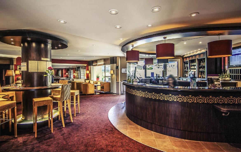 golf-expedition-golf-reizen-frankrijk-regio-normandië-hotel-mercure-omaha-beach-stijlvolle-entree-ontvangstruimte-bar.jpg